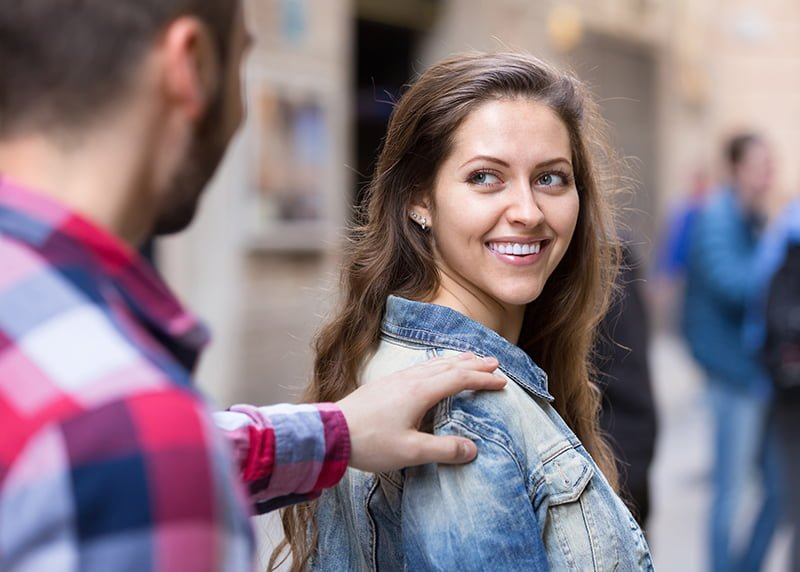 How to tell if a girl is crushing on you | 3 major tips to note